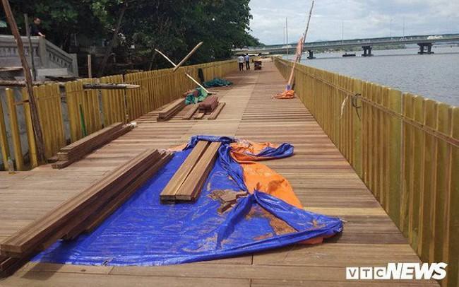 Sàn gỗ lim cầu đi bộ siêu sang ở Huế rạn nứt: Giám đốc trả lời báo chí bị đình chỉ