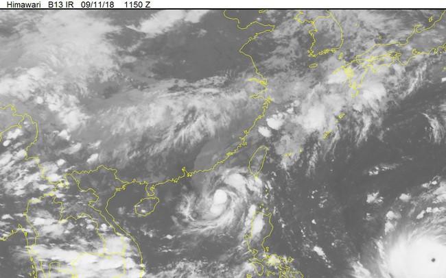 Bão số 5 kèm siêu bão MANGKHUT tiến vào biển Đông