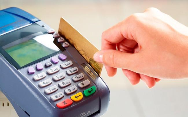 Khốc liệt cuộc đua phát hành thẻ tín dụng - ảnh 1
