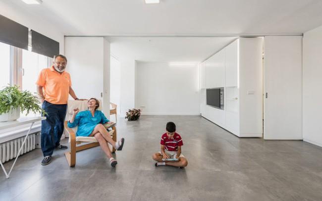 Tròn mắt với bức tường xoay thần kỳ biến hóa không gian cho nhà nhỏ - ảnh 1