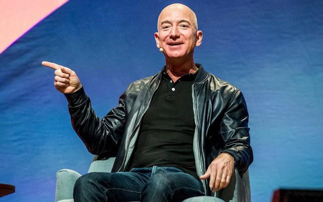 """Ông chủ Amazon ngủ ít nhất 8 tiếng mỗi ngày để không """"mệt mỏi hay cáu kỉnh"""""""