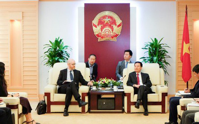 Quyền Bộ trưởng TTTT Nguyễn Mạnh Hùng: Đầu tư ra nước ngoài phải có tâm thế như nàng dâu về nhà chồng - ảnh 1
