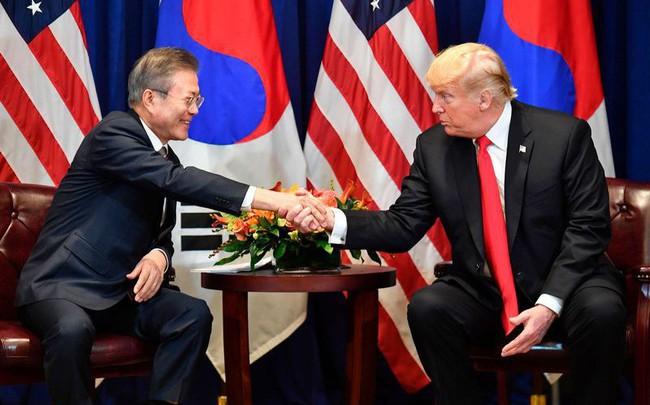 """Tổng thống Trump, """"sát thủ của các FTA"""", đạt hiệp định thương mại đầu tiên"""