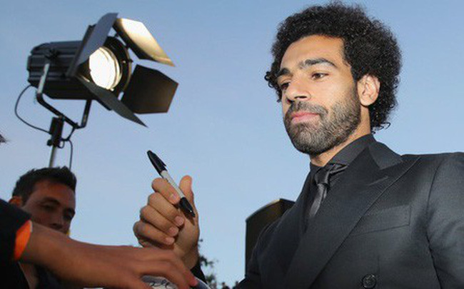 Vẻ mặt thẫn thờ của Salah và điều lệ tạo nên nghịch lý trong giải thưởng FIFA