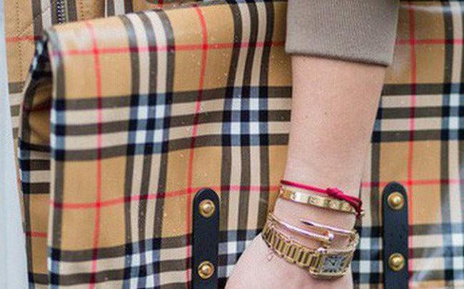 Không còn bị đốt bỏ, hàng tồn của Burberry được tái chế thành sản phẩm thời trang vì môi trường theo cách rất đặc biệt