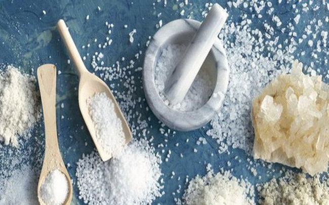 Làm thế nào để giảm bớt lượng muối trong khi ăn uống?