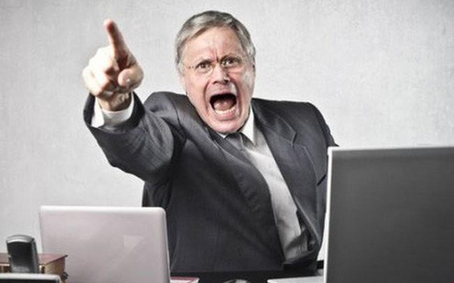 Làm gì khi bị sếp liên tục chê trách trong công việc?
