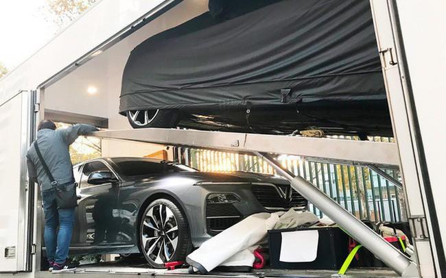 Những hình ảnh thực tế đầu tiên về 2 mẫu xe VinFast tại Paris Motor Show