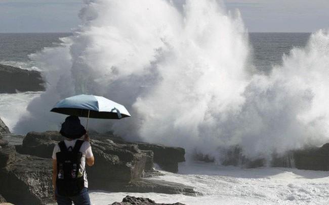 Siêu bão Jebi sắp đổ vào Nhật, hàng trăm chuyến bay bị hủy