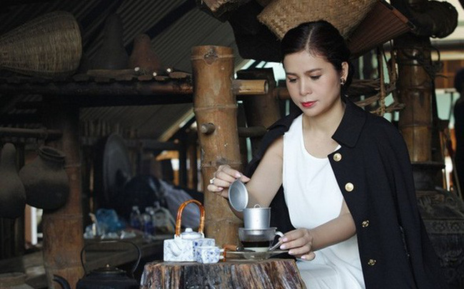 1 ngày trước phiên tòa ly hôn, bà Lê Hoàng Diệp Thảo gửi đơn yêu cầu hủy xét xử
