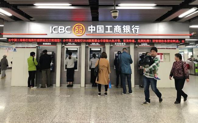 Vì sao các ngân hàng Trung Quốc lãi nhiều hơn nhưng nhà đầu tư vẫn không mua cổ phiếu của họ?