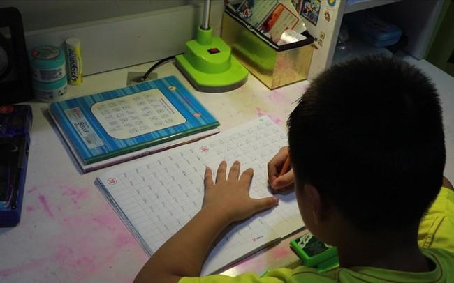 Phụ huynh có con học sách công nghệ giáo dục nói gì về cách đọc ô vuông, tam giác?