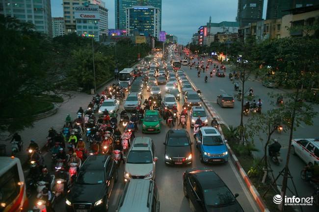 Xén dải phân cách mở rộng 4 làn xe, Nguyễn Chí Thanh hết danh là đường đẹp nhất