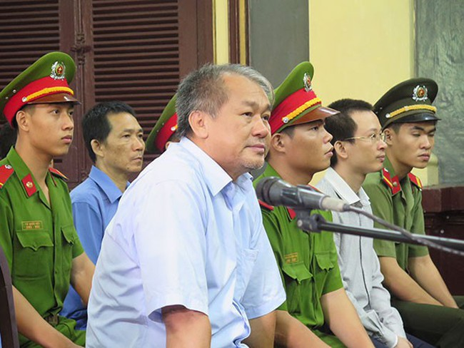 Phạm Công Danh đã cùng quỹ Lộc Việt lập 11 công ty, vay vốn ngân hàng để mua trái phiếu