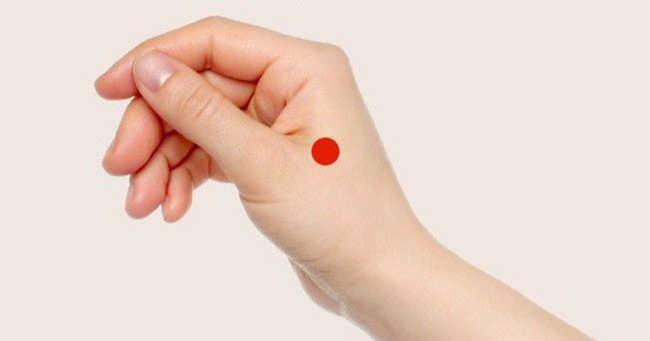 Bí quyết bấm huyệt đơn giản để giảm cân, phòng mất ngủ, bệnh tiêu hóa