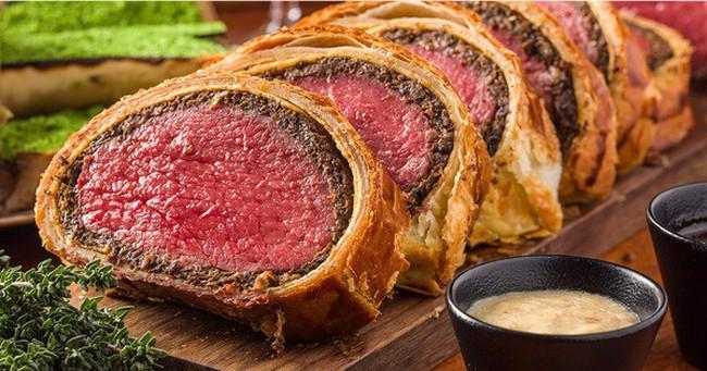 """Bò Wellington: món ăn """"quý tộc"""" luôn có mặt trong các bữa tiệc sang trọng ở Châu Âu"""