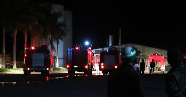 Gần 100 người chữa cháy nhà máy cồn ở Quảng Nam