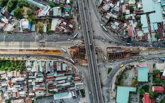 Toàn cảnh nút giao thông 3 tầng đầu tiên tại TP.HCM nhìn từ trên cao