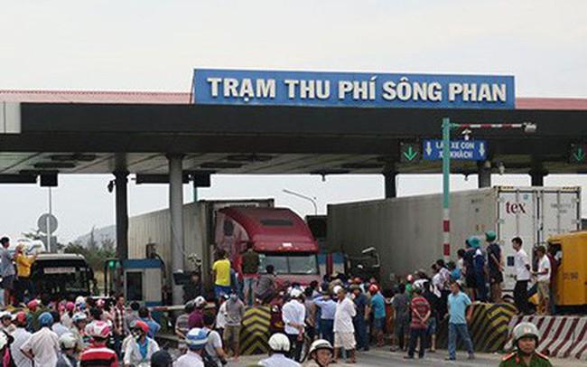 Tài xế dùng tiền 200 đồng qua Trạm BOT Sông Phan làm ùn tắc quốc lộ 1 - ảnh 1