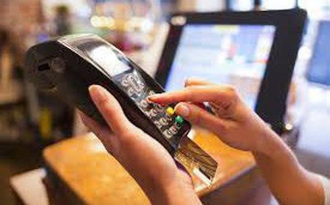 Tại sao NHNN thôi ý định cho phép rút tiền mặt qua POS?