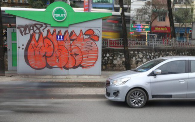 Phố phường Hà Nội bị bôi bẩn bởi vẽ graffiti như thế nào?