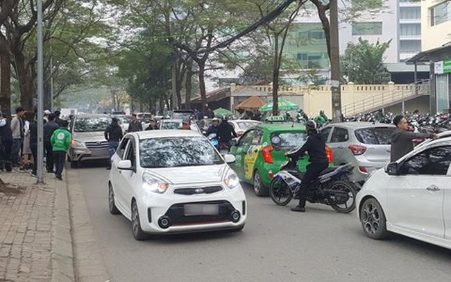 Hà Nội sẽ phạt xe Uber, Grab đi vào 13 tuyến phố cấm sau 10 ngày thí điểm