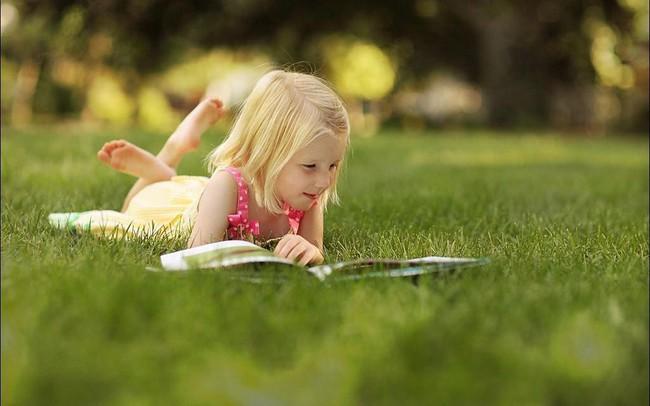 Các bậc cha mẹ cần làm gì để khuyến khích con đọc sách nhiều hơn?