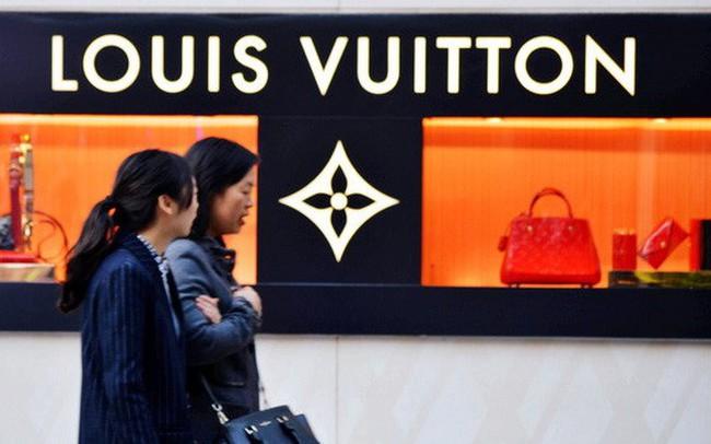 Bất động sản, chứng khoán đi xuống; người Trung Quốc bớt mua hàng hiệu