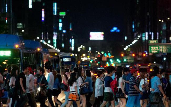 Chuyện về cả một thế hệ những người Hàn Quốc làm việc đến chết và câu hỏi muôn thủa: Sống để làm việc hay làm việc để sống?