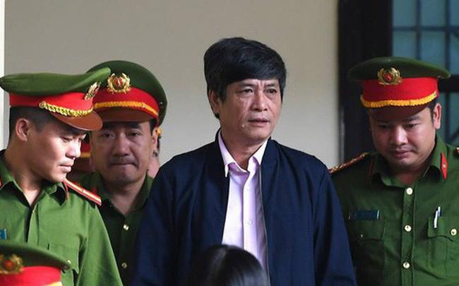 Huyết áp cựu tướng Nguyễn Thanh Hóa tăng cao khi nghe xét xử