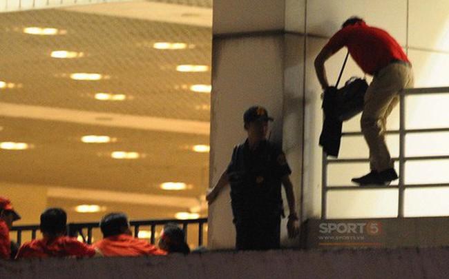 Vào sân Mỹ Đình không cần vé: Nhân viên an ninh biến thành những kẻ reo rắc sự bất công