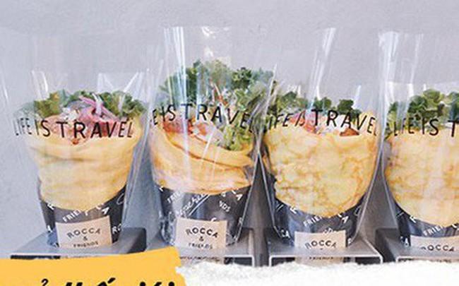 Chỉ từ bánh crepe mà cửa hàng này đã tạo ra 1001 kiểu thưởng thức, thậm chí ăn cùng pate gan, đồ chua như ở Việt Nam