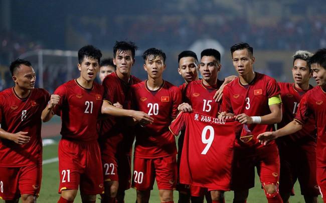 Thắng dễ Campuchia, tuyển Việt Nam đứng đầu bảng A AFF Cup 2018