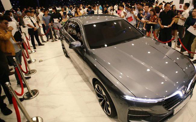 Sau màn ra mắt ấn tượng tại Hà Nội, VinFast tiếp tục thu hút hàng nghìn người dân tới tham quan và đặt mua tại Sài Gòn