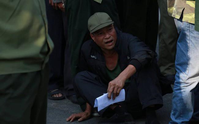 Trụ sở Liên đoàn bóng đá Việt Nam bị hàng trăm người vây kín sau vài giờ mở bán vé online