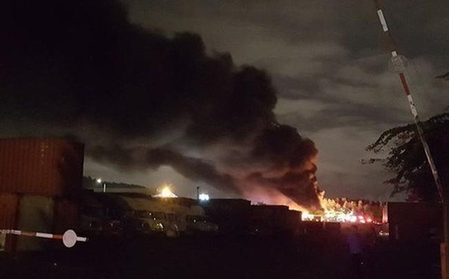 Tiếng nổ lớn phát ra từ đám cháy ở Khu công nghiệp, điều hàng chục xe chữa cháy dập lửa