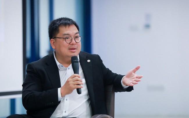 """Chủ tịch FPT Software Hoàng Nam Tiến: """"Phụ nữ 30 tuổi chưa kết hôn, không sao cả, có thể kết hôn ở tuổi 40. Nhưng theo khoa học, phụ nữ nên sinh con trước tuổi 36"""""""