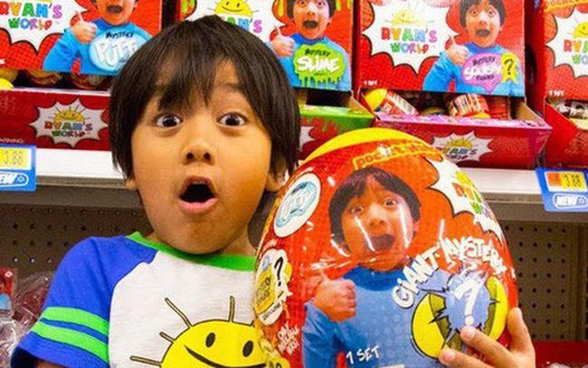 Cậu bé 7 tuổi sở hữu cỗ máy kiếm tiền 'khủng' nhất YouTube: Thu về 22 triệu USD dễ như chơi đồ chơi!
