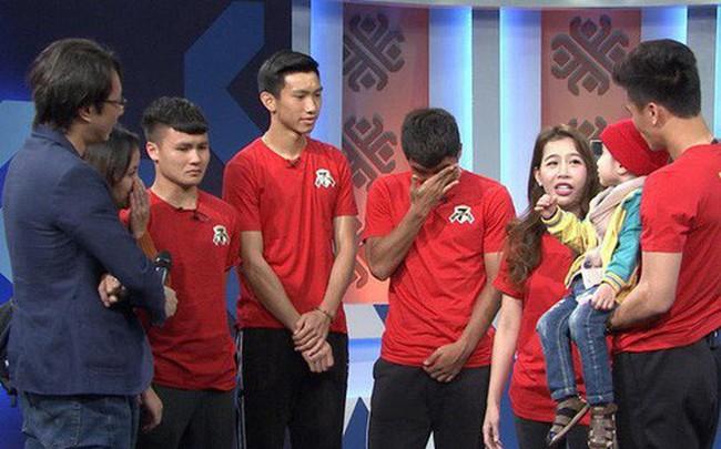 Quang Hải, Đức Chinh bật khóc khi gặp Tôm - cậu bé 4 tuổi bị ung thư não giàu nghị lực