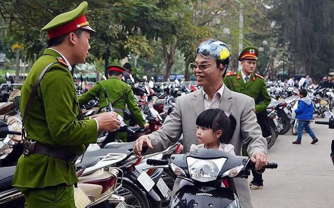 Công an Hà Nội tổ chức trông xe miễn phí trong dịp lễ Giáng sinh