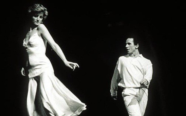 Món quà Giáng sinh bất ngờ công nương Diana dành tặng cho Thái tử Charles và cái kết bẽ bàng cay đắng