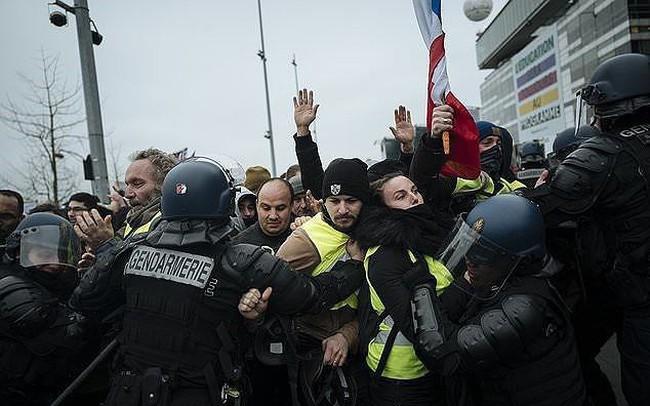 Cảnh sát Pháp chuẩn bị cho tình trạng bất ổn đêm giao thừa
