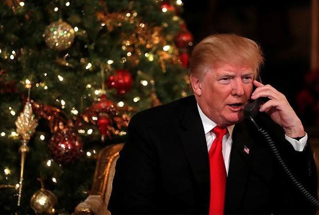 Tổng thống Trump đăng đàn Twitter chúc mừng năm mới 'kẻ thù'
