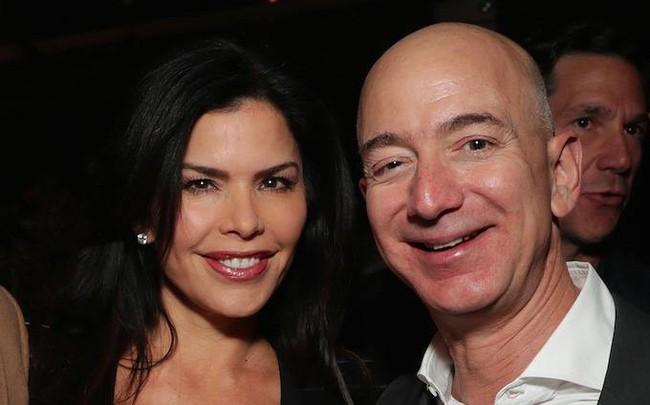 49 tuổi, cựu ngôi sao truyền hình Mỹ, đang là vợ của nhân vật Hollywood quyền lực: Người phụ nữ này được đồn đoán bí mật hẹn hò với Jeff Bezos trước khi tỷ phú ly hôn