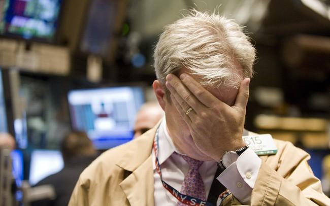Dow Jones giảm hơn 300 điểm do lo ngại về mức tăng trưởng của kinh tế toàn cầu