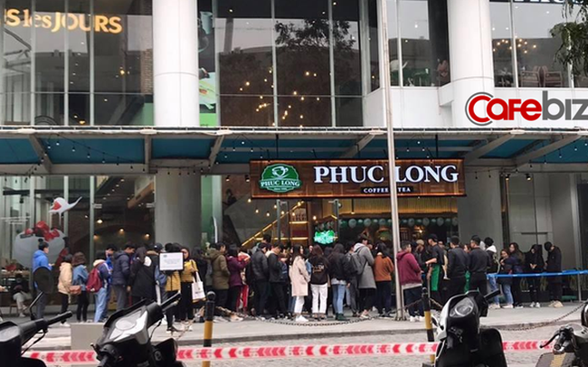 """Nhìn trà sữa Phúc Long ra mắt giữa mùa đông lạnh giá ở Hà Nội mới thấy """"thiên nga"""" xuất hiện khác hẳn """"vịt"""" như thế nào!"""