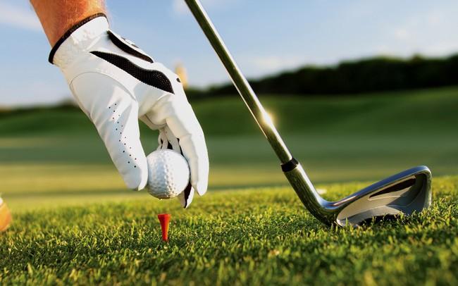 Tay golf trúng tới 4 chiếc xe Mercedes và nhận quà trị giá 10 tỷ đồng chỉ nhờ một cú đánh