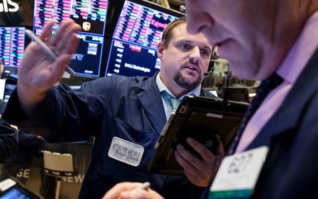 Nhóm cổ phiếu công nghệ chuẩn bị ra tin lợi nhuận, phố Wall tăng giảm trái chiều