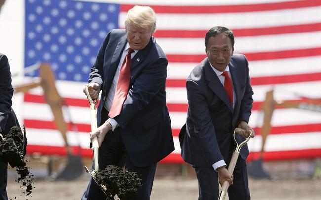 Foxconn cho Tổng thống Trump leo cây?
