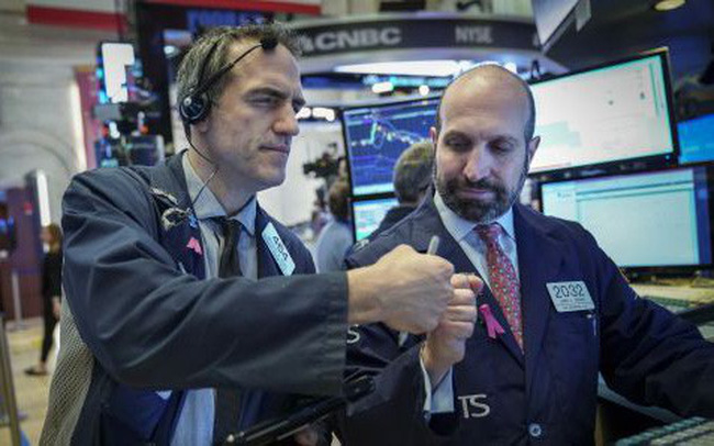 Hồi phục gần 200 điểm trong phiên, Dow Jones đóng cửa với mức giảm chưa đầy 6 điểm